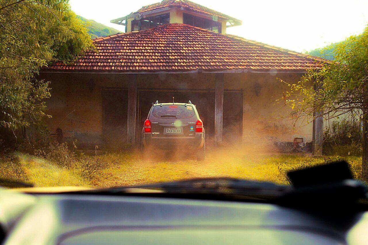A abordagem dentro de um haras desativado foi um dos pontos altos da prova (foto:whatsapp_Rally_estrada_real)